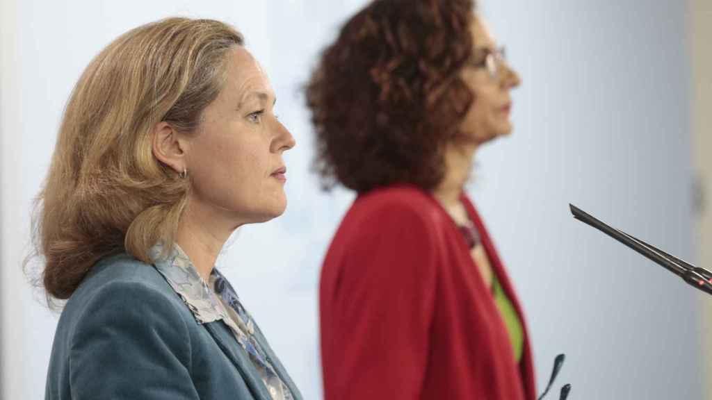 La vicepresidenta de Economía Nadia Calviño y la ministra de Hacienda María Jesús Montero.