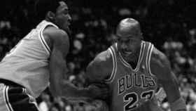 Kobe Bryant y Michael Jordan, durante uno de sus primeros duelos