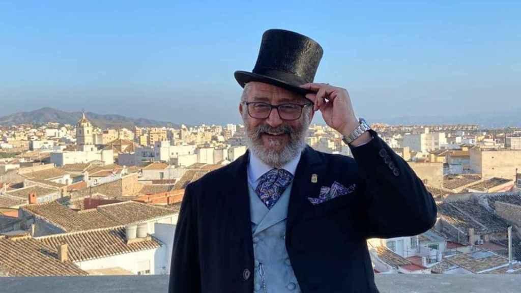 El alcalde de Albox, vestido para el carnaval.