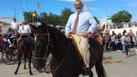 Torrecillas, alcalde de Albox, montando a caballo en la Feria del ganado.