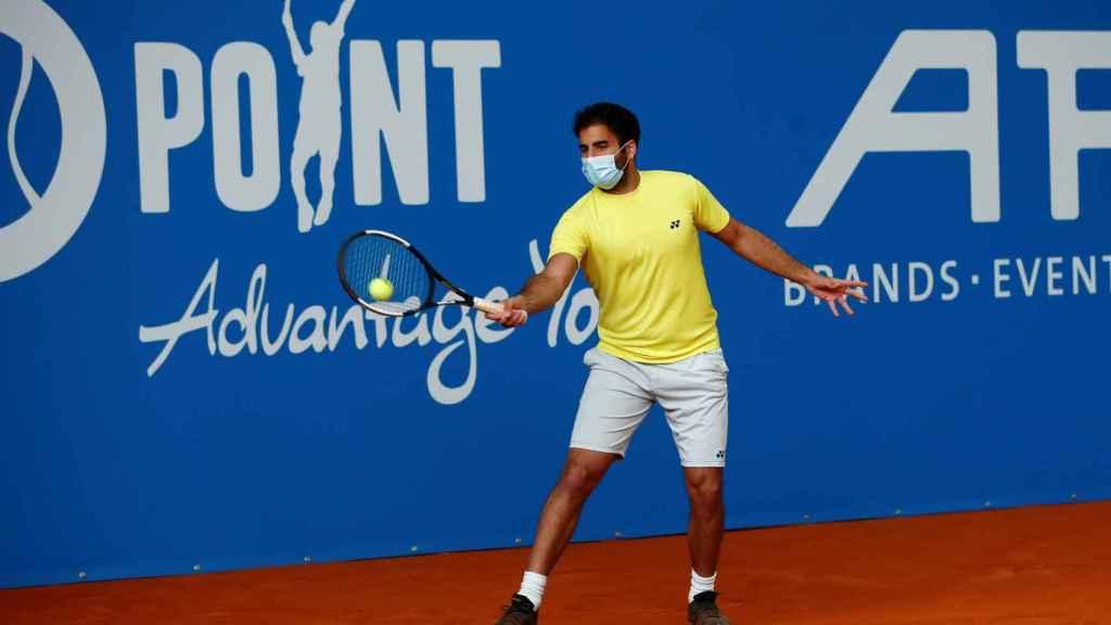 Benjamis Hassan, jugando con mascarilla