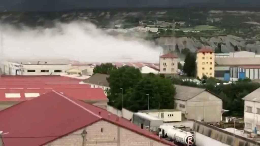 Imagen de los bomberos del incendio en Sabiñánigo.