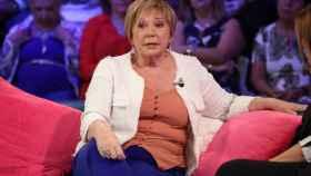 La exministra Celia Villalobos en el paltó de 'Aquellos maravillosos años'.