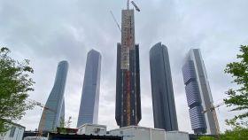 Imagen de la Torre Caleido (Madrid), aún en construcción.
