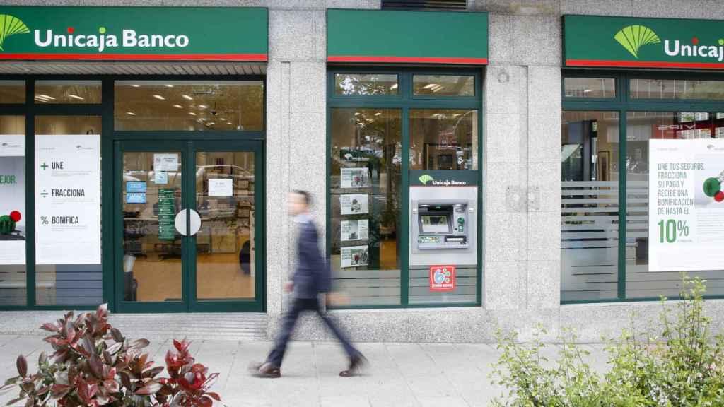 Sucursal de Unicaja, siempre candidata a las fusiones.