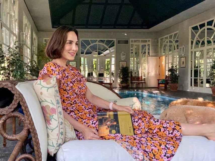 Tamara Falcó en la piscina interior de su casa de Puerta de Hierro.