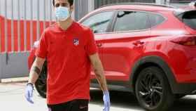 Álvaro Morata, con mascarilla, antes de pasar el test del coronavirus