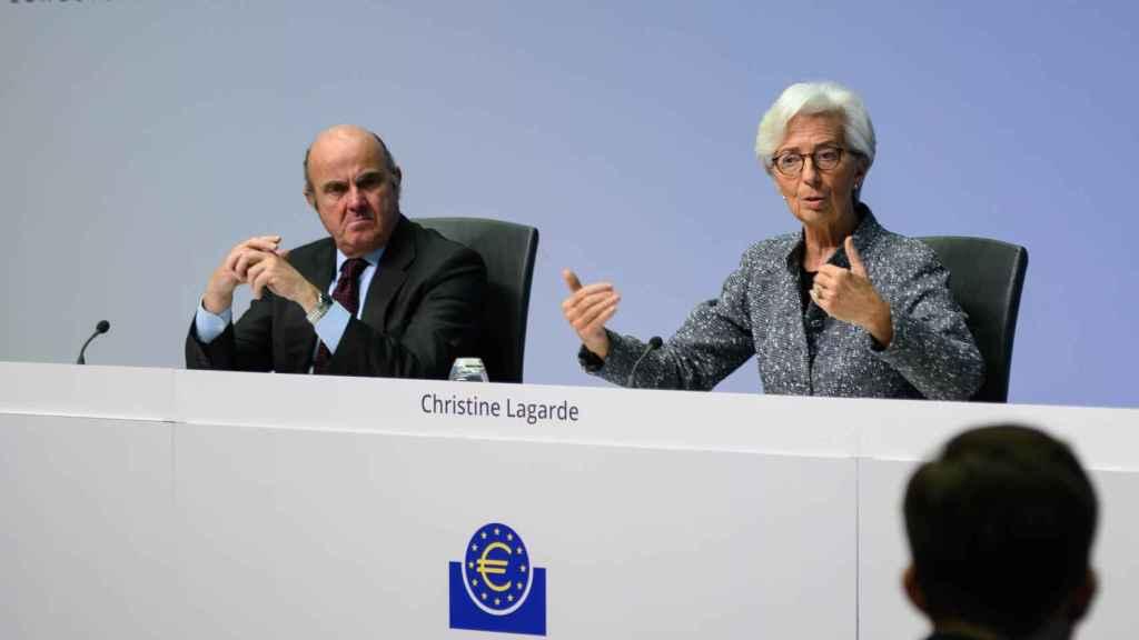 Luis de Guindos y Christine Lagarde, durante una rueda de prensa.