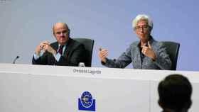 Luis de Guindos y Christine Lagarde, durante una rueda de prensa
