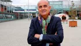 Antonio Zapatero, viceconsejero de Sanidad madrileño, en la puerta del Hospital de IFEMA.