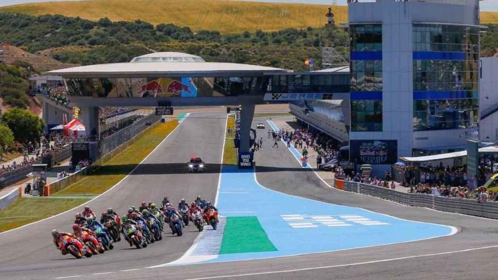La salida de una carrera de MotoGP, en el circuito de Jerez-Ángel Nieto.