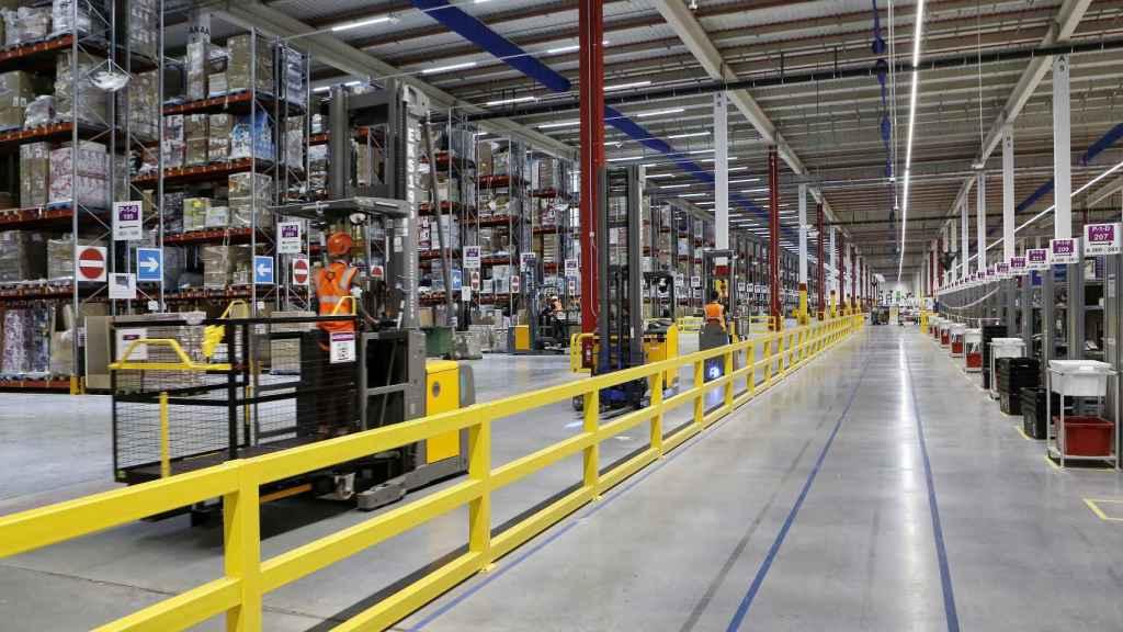 Imagen interior del centro de distribución de Amazon Illescas (Toledo).