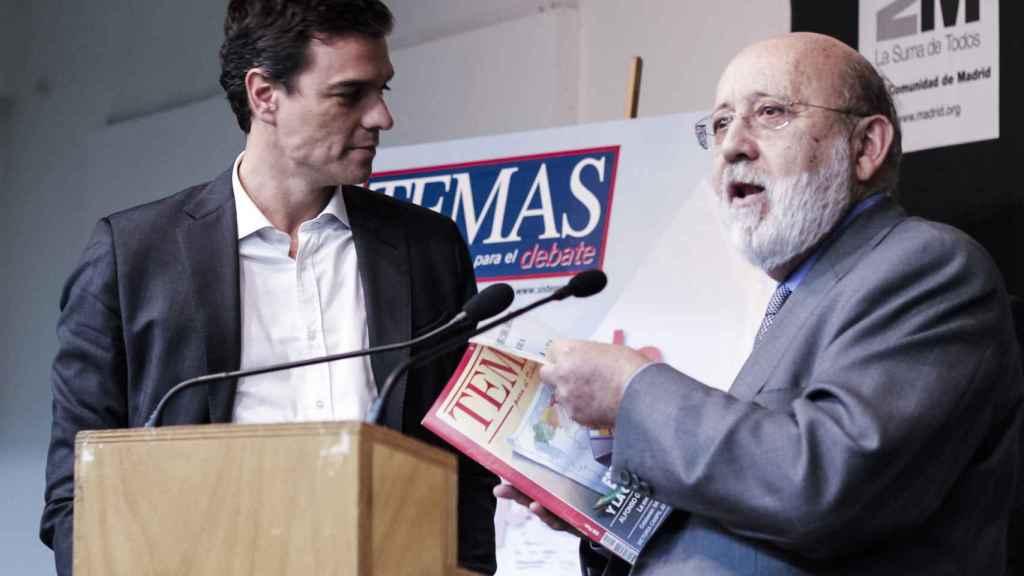 El presidente del Gobierno, Pedro Sánchez, y el presidente del CIS, José Félix Tezanos, en 2014.