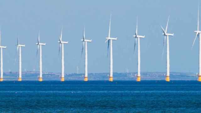 Producir hidrógeno para combustible en plataformas eólicas marinas