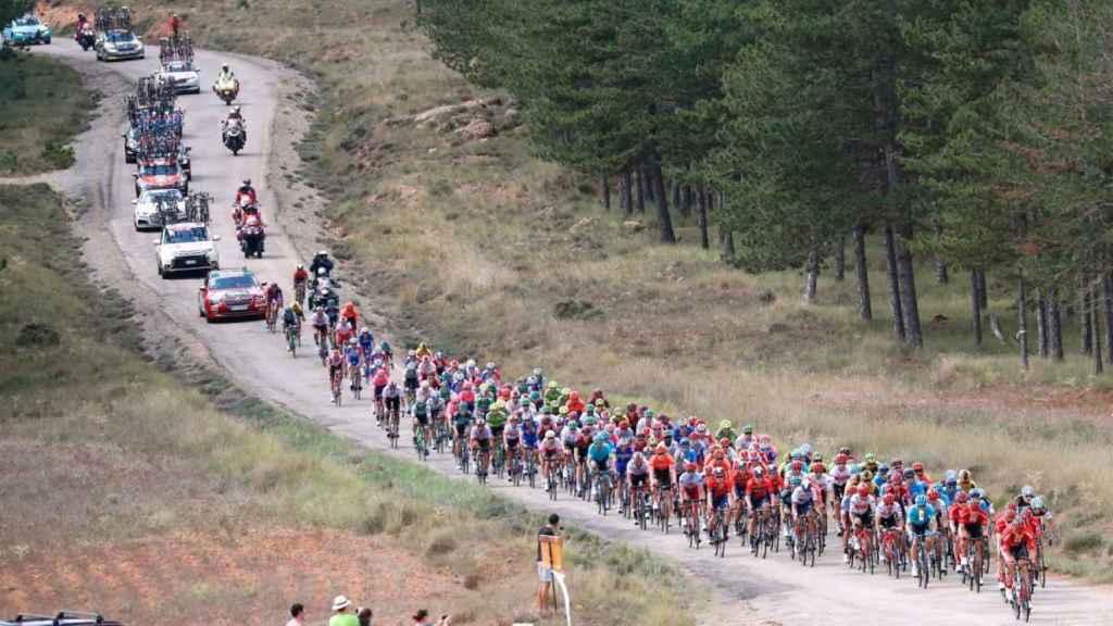 La Vuelta a España, pasando por una carretera portuguesa