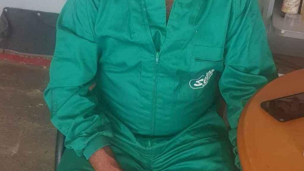 Pepe, el ganadero que vende sus cochinillos en milanuncios.