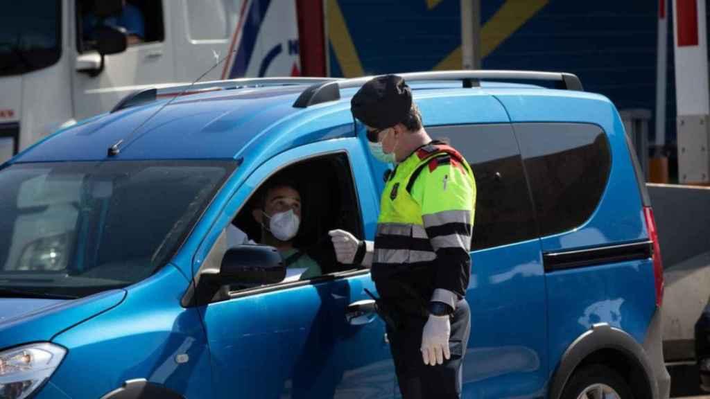 El Gobierno flexibiliza la norma para el uso de mascarilla en el coche | David Zorrakino (EP)
