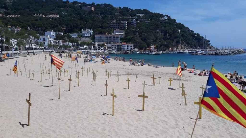 Cruces amarillas en la costa catalana.
