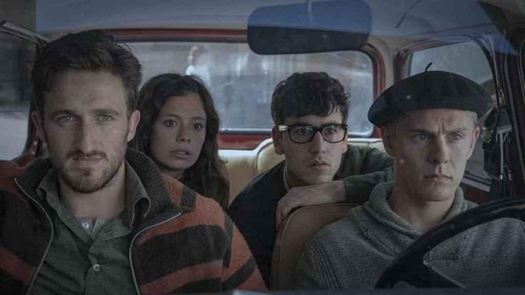 Joan Amargós, Anna Castillo, Àlex Monner y Patrick Criado en 'La línea invisible'. (Movistar).