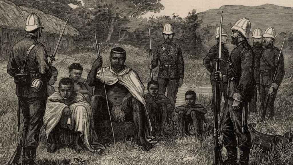 Cetshwayo, el rey zulú, detenido por las tropas británicas.