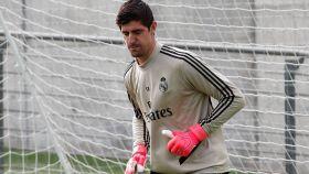 Thibaut Courtois, entrenando con el Real Madrid
