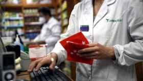 Las farmacias de Madrid reparten desde este lunes 7 millones de mascarillas FFP2