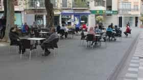 La calle Carretería de Cuenca estrena fase 1 recobrando el pulso con dos terrazas y comercios abiertos.