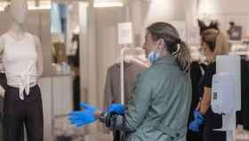 Los comerciantes creen que prohibir las rebajas en tienda física atenta contra el sector