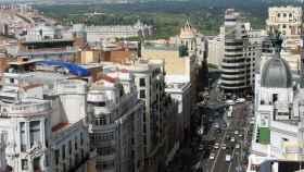 Vista de algunos áticos en la Gran Vía de Madrid.