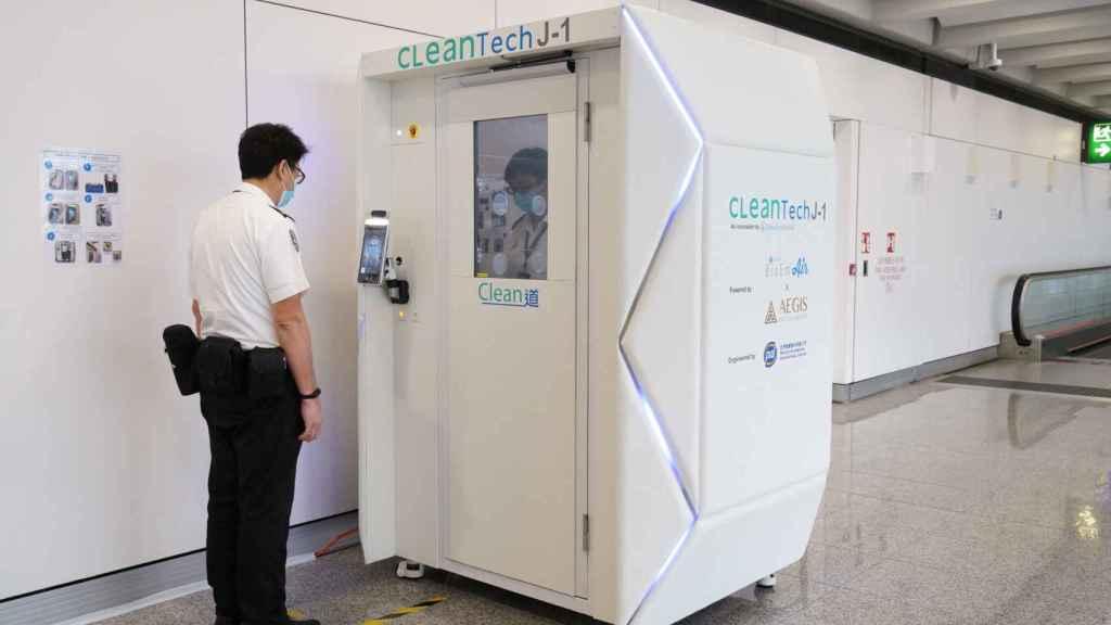 El proceso de la cabina desinfectante empieza incluso antes de entrar
