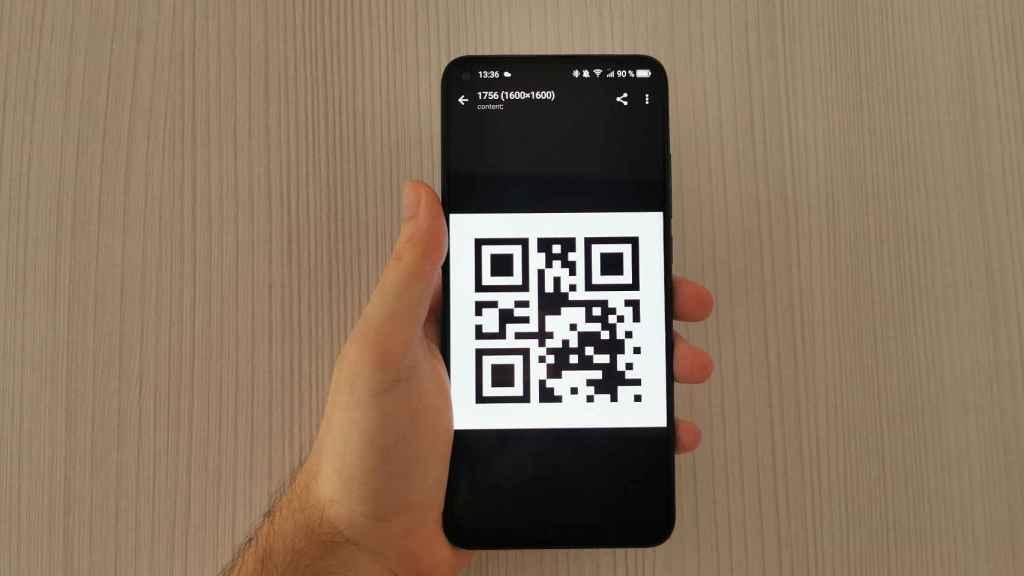 Código QR en un móvil.