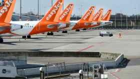 La flota de Easyjet, aparcada en el aeropuerto de Schipol en Ámsterdam
