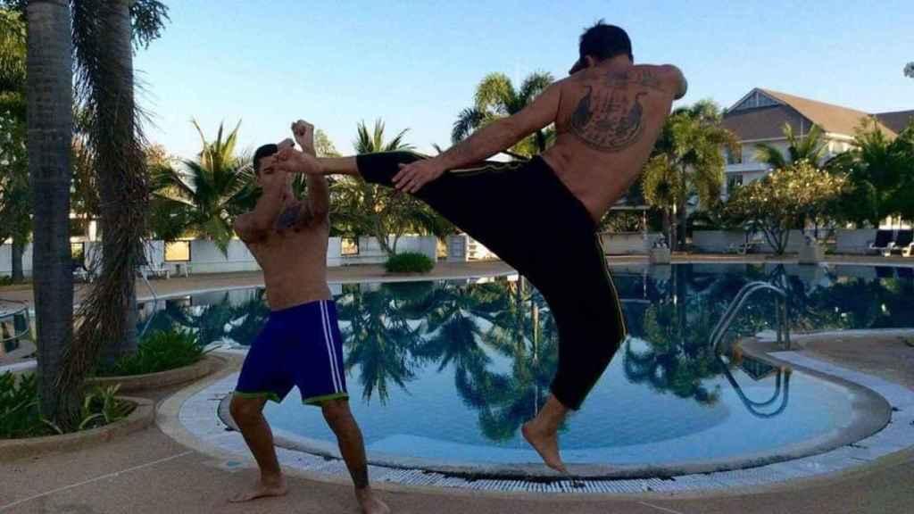 Carlos presumía de practicar artes marciales