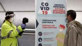 Control de temperatura en el metro de Bilbao. Efe.