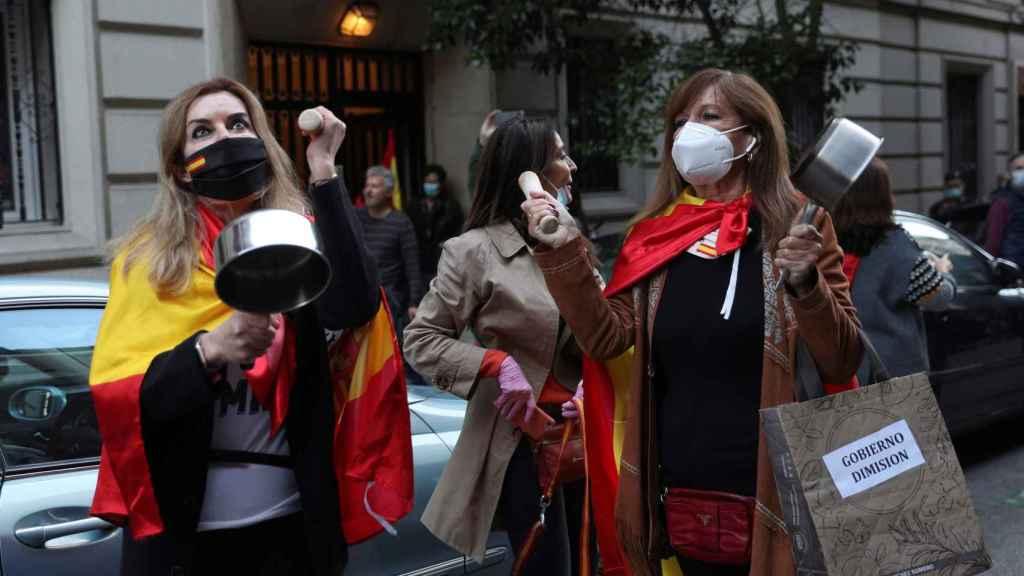 Cacerolada contra Pedro Sánchez en el barrio de Salamanca de Madrid