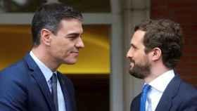 El presidente del Gobierno, Pedro Sánchez, y el líder de la oposición, Pablo Casado, en imagen de archivo.