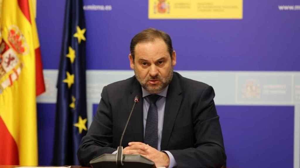 El ministro de Transportes, José Luis Ábalos, en una reunión telemática en su Ministerio.