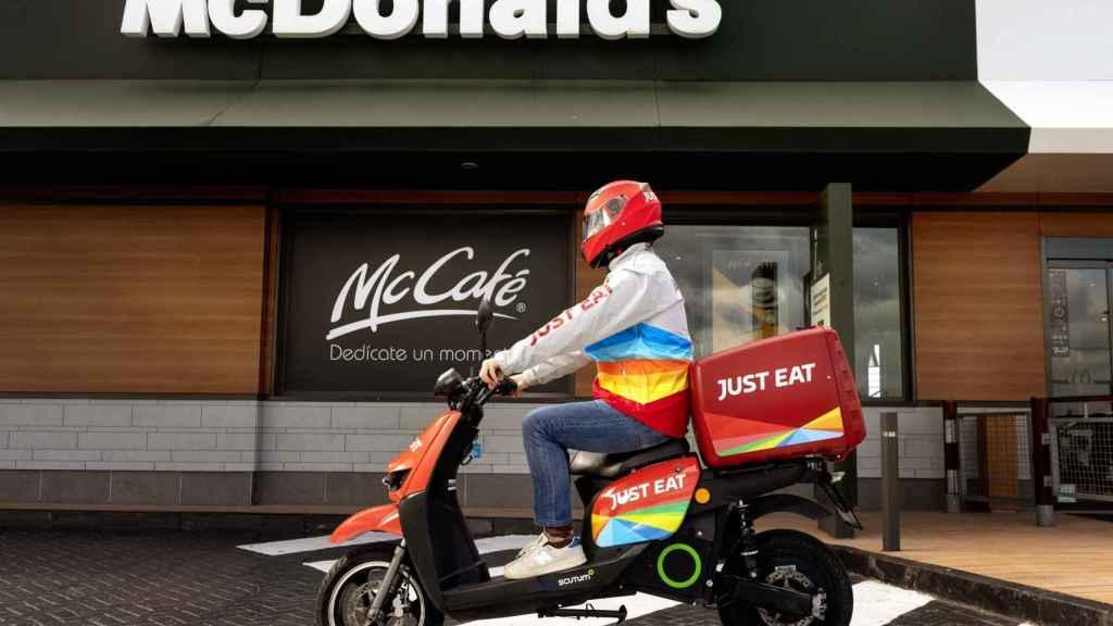 McDonald's se alía con Just Eat para expandir su servicio a domicilio en España.
