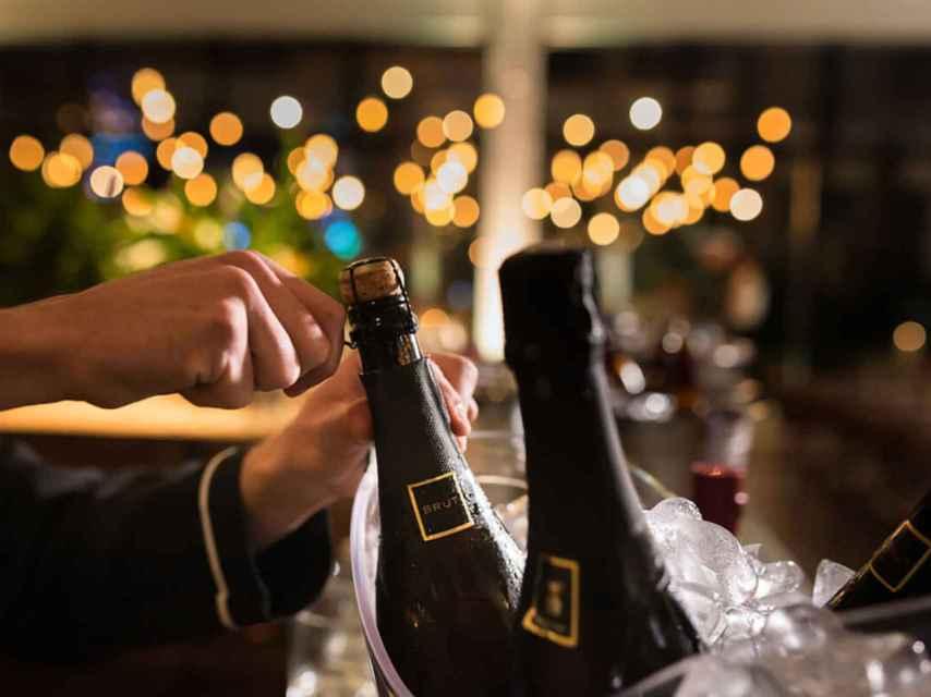 La apertura del champán requiere otra serie de destrezas...