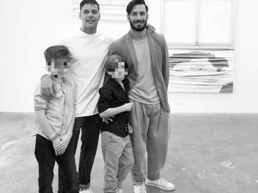 Ricky Martin junto a Jwan Josef y dos de sus hijos en una imagen de sus redes sociales.