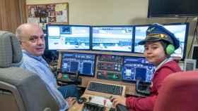 El 'comandante' José Luis: el profesor jubilado que pilota un Boeing 737 desde su buhardilla de Cazorla
