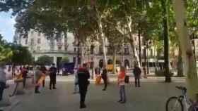 La imagen de los manifestantes sevillanos apercibidos por la Policía
