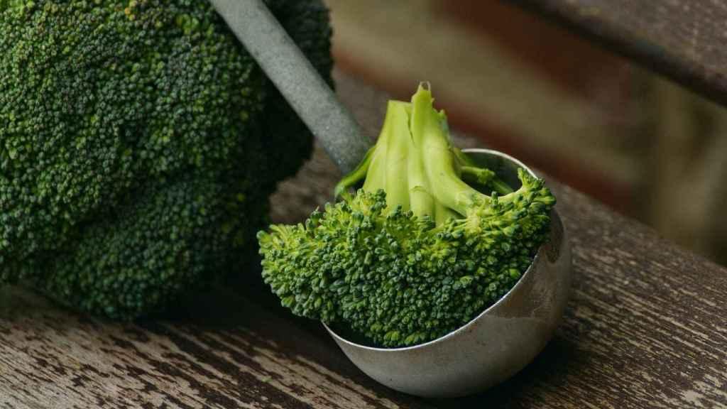 Un pequeño manojo de brócoli.