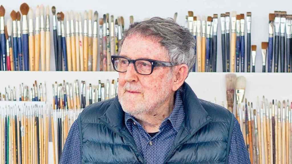 Muere Juan Genovés, el artista que creó 'El abrazo' de La Transición.