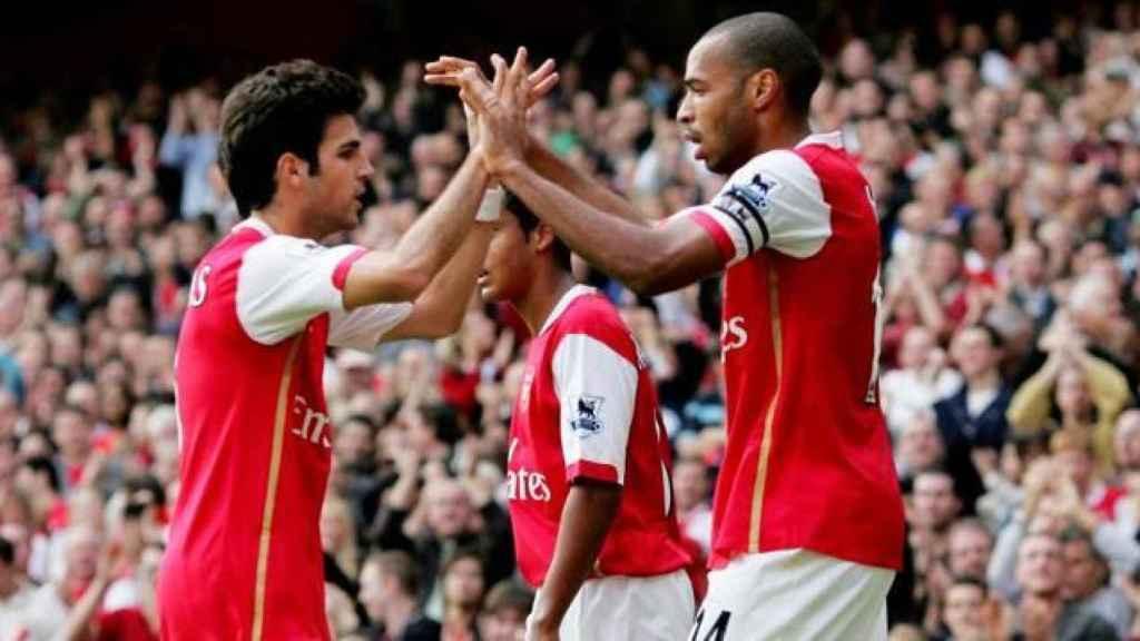 Cesc Fàbregas y Thierry Henry, en un partido del Arsenal