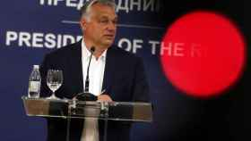 Orbán durante un viaje oficial a Serbia