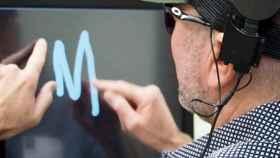 Un implante con cámara permite que un ciego lea las letras de la pantalla