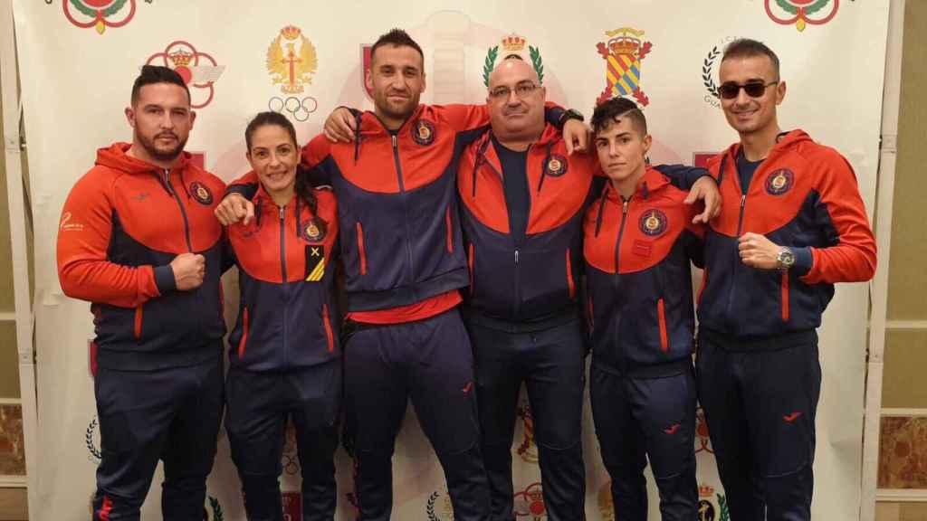 Diego Uceta (quinta persona), junto a otros integrantes del combinado español