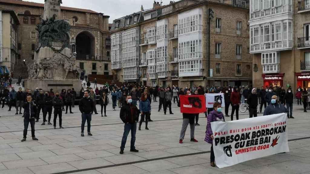 Concentración este fin de semana en la Plaza de la Virgen Blanca, Vitoria.