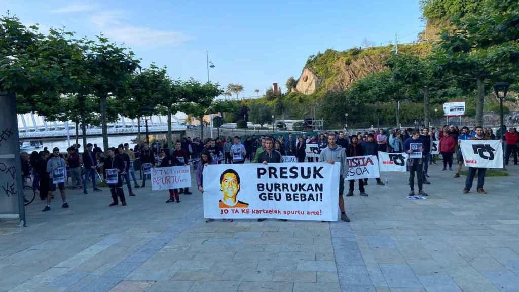 Concentración en apoyo a Ruiz, el asesino de Tomás Caballero, en Plentzia, Vizcaya.